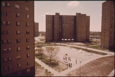 stateway_gardens_highrise_housing_project_on_chicagos_south_side._the_complex_has_eight_buildings_with_1633_two_and..._-_nara_-_556161.tif-100619433-large970.idge
